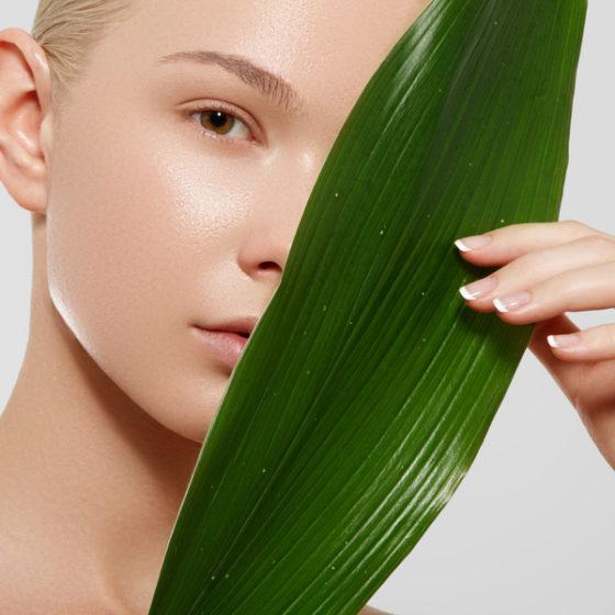 Wellness, spa. Czysta delikatna skóra, zdrowy świeży wygląd. Pojęcie zdrowej skóry. Naturalne piękno.